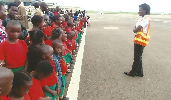 http://www.forwac.de/images/content/Besuch_Flughafen_Kisumu_2015.jpg